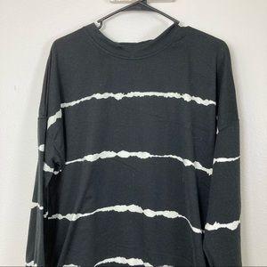 3/$20 Wiomens Striped Split Hem Pullover